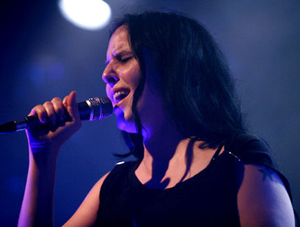 שילה פרבר בהופעה 5 (צילום: נועה מגר)