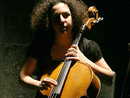 שילה פרבר בהופעה 7 מאיה בלזיצמן (צילום: נועה מגר)
