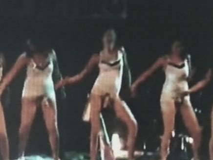 מופע פורים בתיכון אלון בעל תכנים מיניים (צילום: חדשות 2)