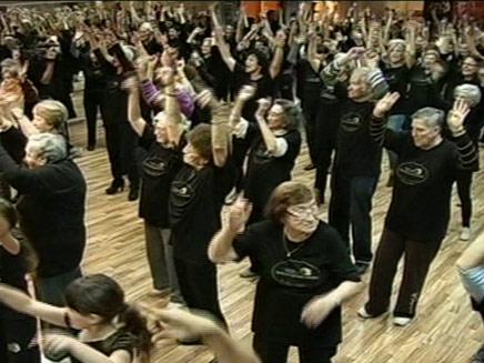ריקוד המוני בבית אבות (צילום: ch2news)