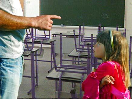 מורה ותלמידה בבית הספר (צילום: אילוסטרציה)
