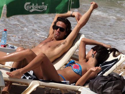ניר לוי והחברה קארין בים, פפראצי (צילום: אלעד דיין)