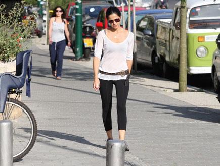 סנדי בר עושה הליכה, פפראצי 1 (צילום: אלעד דיין)