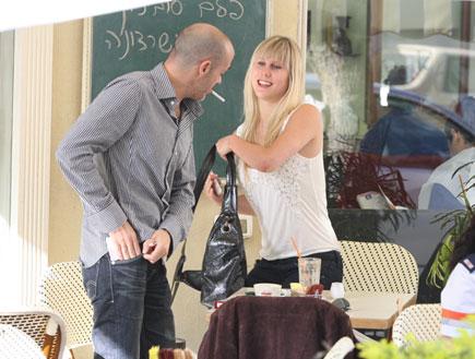 אלין לוי וגואל פינטו בבית קפה, פפראצי (צילום: אלעד דיין)