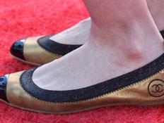 נעליים שטוחות של שאנל (צילום: Frederick M. Brown, GettyImages IL)