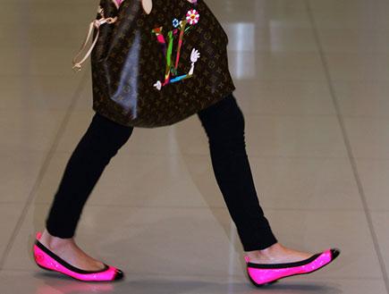 ניקי הילטון בנעליים שטוחות (צילום: Chung Sung-Jun, GettyImages IL)