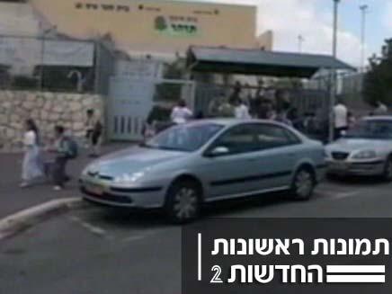 אם תקפה באקדח תלמידים ביקנעם (צילום: חדשות 2)