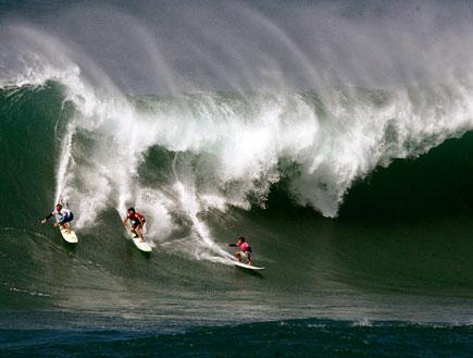 גלישת גלים גבוהים (צילום: Kent Nishimura, GettyImages IL)