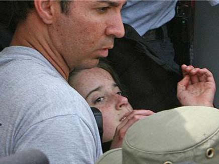חילוצה של נדיה, הבוקר (צילום: AP)