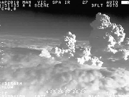 ענני אפר מעל איסלנד (צילום: AP)