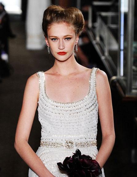 שמלת כלה משובצת של קרולינה הררה