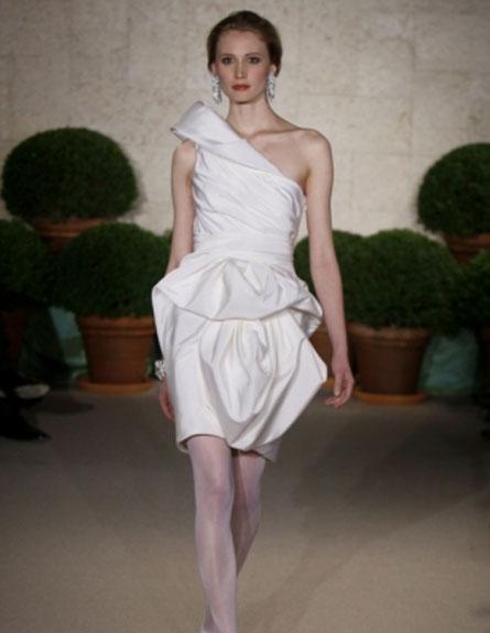 שמלת כלה קצרה של אוסקר דה לה רנטה