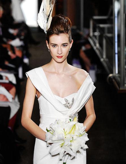 שמלת כלה לבנה של קרולינה הררה