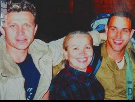 ז'אן טלסניקוב, האמא לאה והאח דן. יהי זיכרו ברוך (צילום: מערכת ONE)