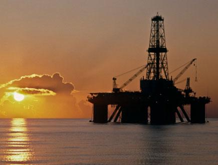 אסדת קידוח נפט (צילום: MsLightBox, Istock)