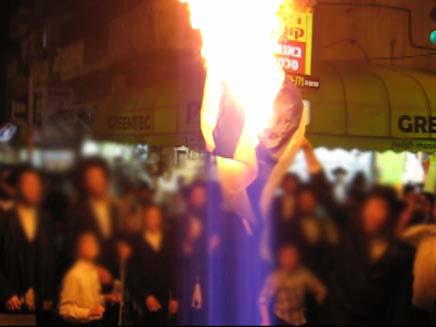 נטורי קרתא, שורפים דגלי ישראל (צילום: חדשות 2)