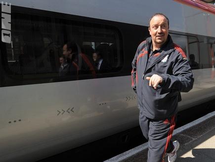 בניטס ברכבת (רויטרס) (צילום: מערכת ONE)