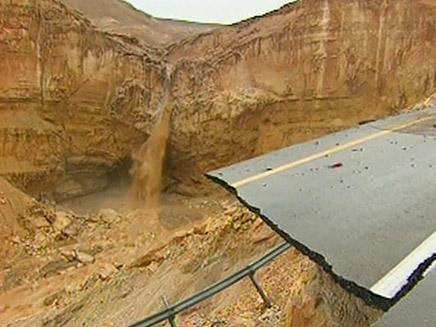 כתבה על אסונות טבע (צילום: חדשות 2)