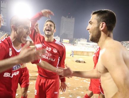 שכטר, ידין ואברבנל חוגגים ניצחון על מכבי חיפה (עמית מצפה)