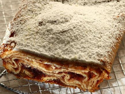 עוגת שמרים מרנג עם קפה ואגוזי מלך (צילום:  יחסי ציבור )