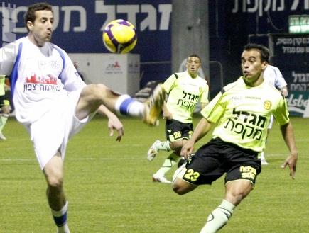 פאבריציו קראבל מול סנסוני (אמיר לוי) (צילום: מערכת ONE)