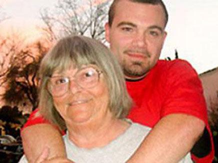 הסבתא והנכד החליטו להביא יחד ילד לעולם (צילום: טלגרף)