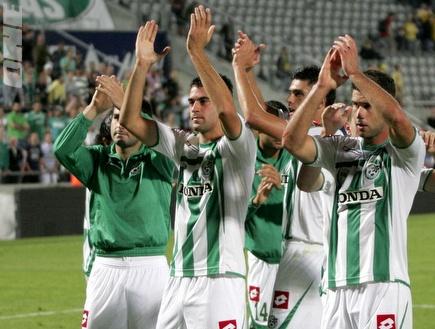 שחקני חיפה מודים לקהל בסיום המשחק (קובי אליהו) (צילום: מערכת ONE)