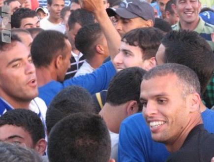 אוהדי אום אל פאחם בחגיגות העליה. 7,000 מהם הגיעו למשחק (הייתם בדרא