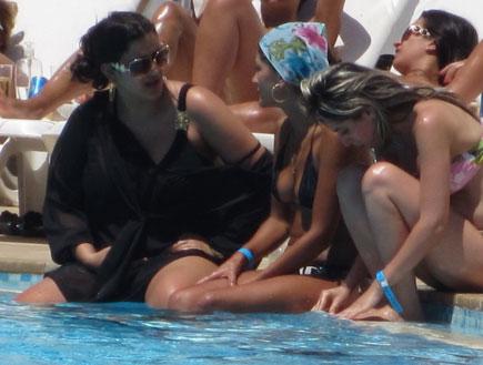 עינב בובליל בהריון בבריכה (צילום: אלעד דיין)