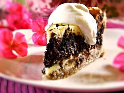עוגת גבינה במילוי שוקולד פאדג' - פרוסה (צילום: דליה מאיר, קסמים מתוקים)