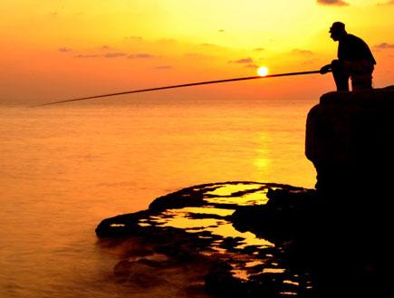 דייג בראש הנקרה (צילום: אבי שדה)