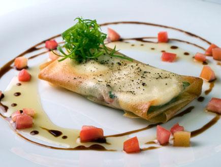 פסטייה עם גבינת פטה, עגבניות ותרד (צילום:  יחסי ציבור )