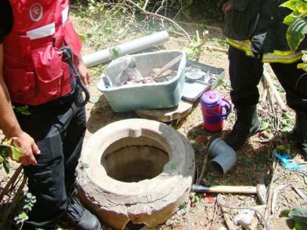 חילוץ מבור מים, ארכיון (צילום: כיבוי אש תל אביב)