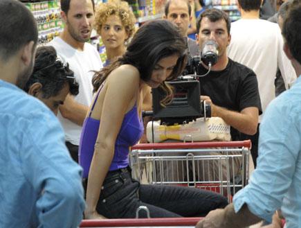 אקי אבני וסנדי בר בפרסומת למילקי 2 (צילום: אלעד דיין)