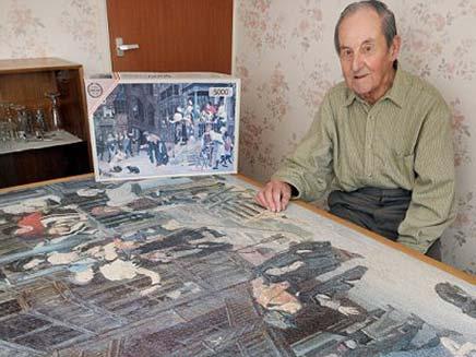 פנסיונר הרכיב פאזל במשך 7 שנים וגילה שחסרה חתיכה (צילום: daily mail)