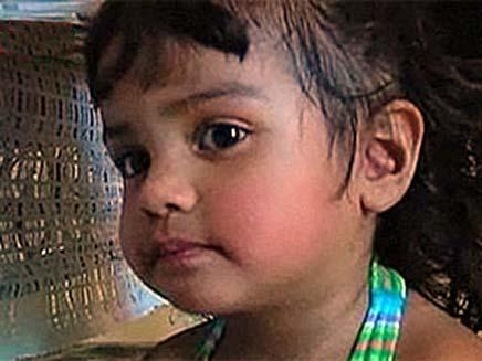 התינוקת שניצלה בנס (צילום: Sky News)