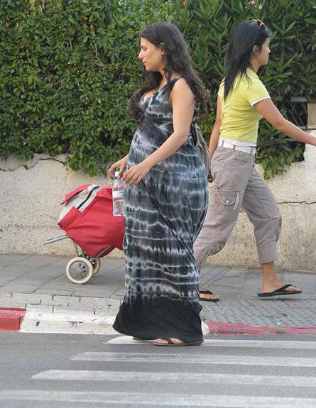 מירי מסיקה ובעלה בהריון מתקדם (צילום: אלעד דיין)