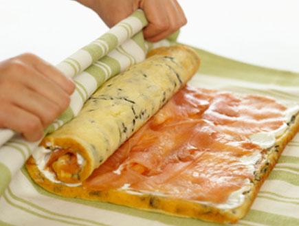 שטרודל גבינה, סלמון מעושן וזיתים (צילום: istockphoto)