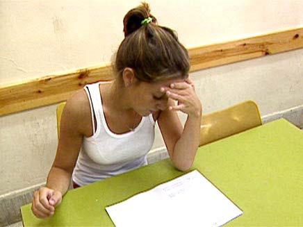 הסוף להעתקות? תלמידה במבחן, ארכיון (צילום: חדשות 2)
