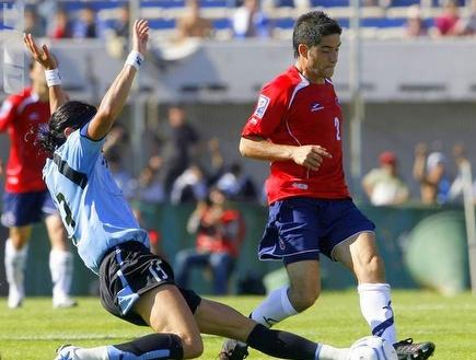 אלבארס בנבחרת. מתרגל לחולצה האדומה (רויטרס) (צילום: מערכת ONE)