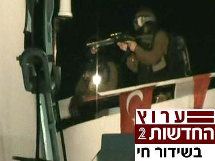 חיילים משתלטים על הספינה בלב ים (צילום: חדשות 2)