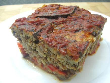 מוסקת חצילים ופלפלים עם בשר, אורז וצנוברים (צילום: מוטי בר און, אוכל מכל הלב)