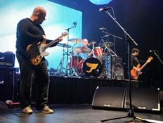 פיקסיז בהופעה (צילום: Stephen Lovekin, GettyImages IL)