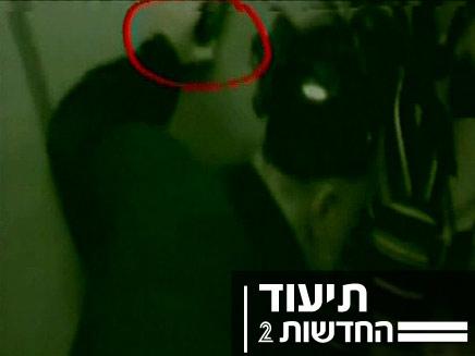 תמונת חדשות מהמרמרה , פעיל עם אקדח (צילום: חדשות 2)