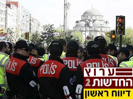 שוטרים טורקיים באיסטנבול (צילום: חדשות 2)