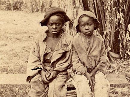 תמונת הילדים-עבדים שנמצאה בעליית הגג (צילום: איי פי)