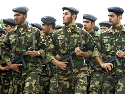בדרך לסוריה? חיילים אירנים (צילום: AP)