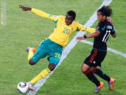 בונגאני קומאלו מול נבחרת מקסיקו (GettyImages) (צילום: מערכת ONE)