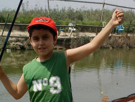 טיולי משפחות: ילד בפארק הדייג מעיין צבי (צילום: שירלי אהרון)