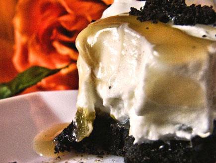 עוגת מוס גבינה ושוקולד לבן - פרוסה (צילום: דליה מאיר, קסמים מתוקים)